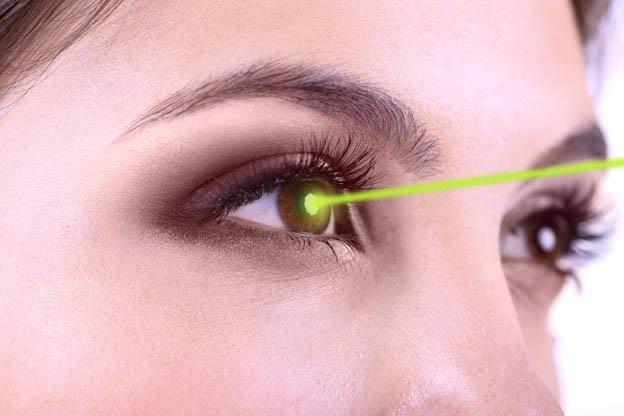 Thoái hóa điểm vàng thể ướt có thể được điều trị bằng laser